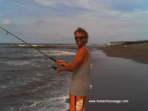 fishing when low tide in Canggu