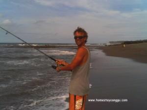 fishing when low tide in Canggu