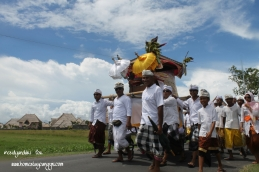 symbols of gods brought to the sea are Keris, spears, banners (Umbul-umbul), statues, Barong etc — at eHomestay Canggu.